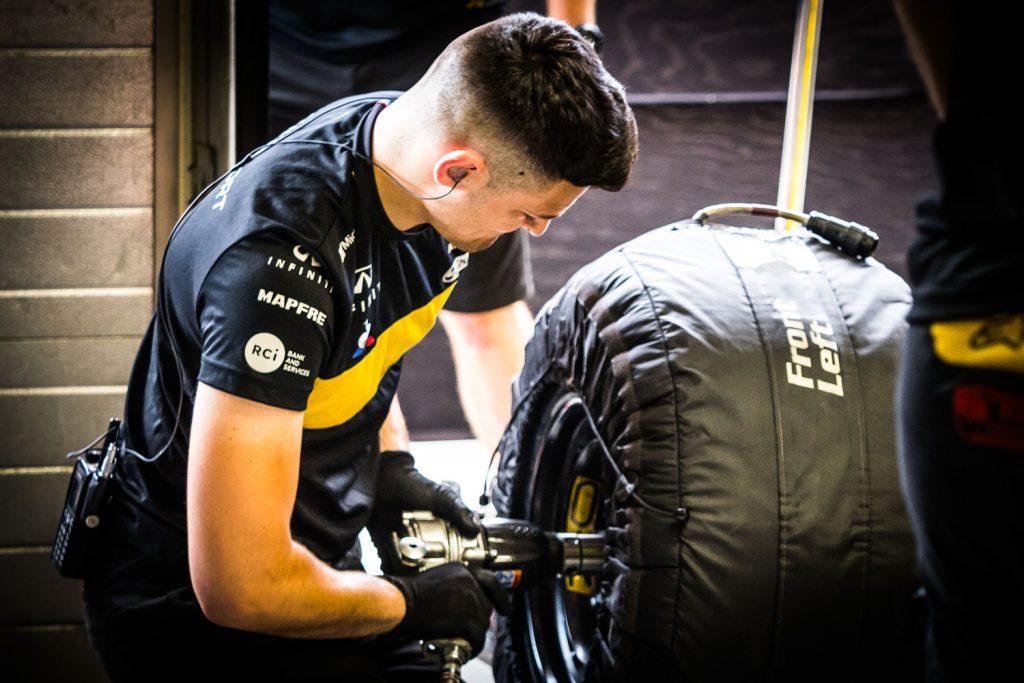 Термочехлы на автомобильной резине для Формулы-1