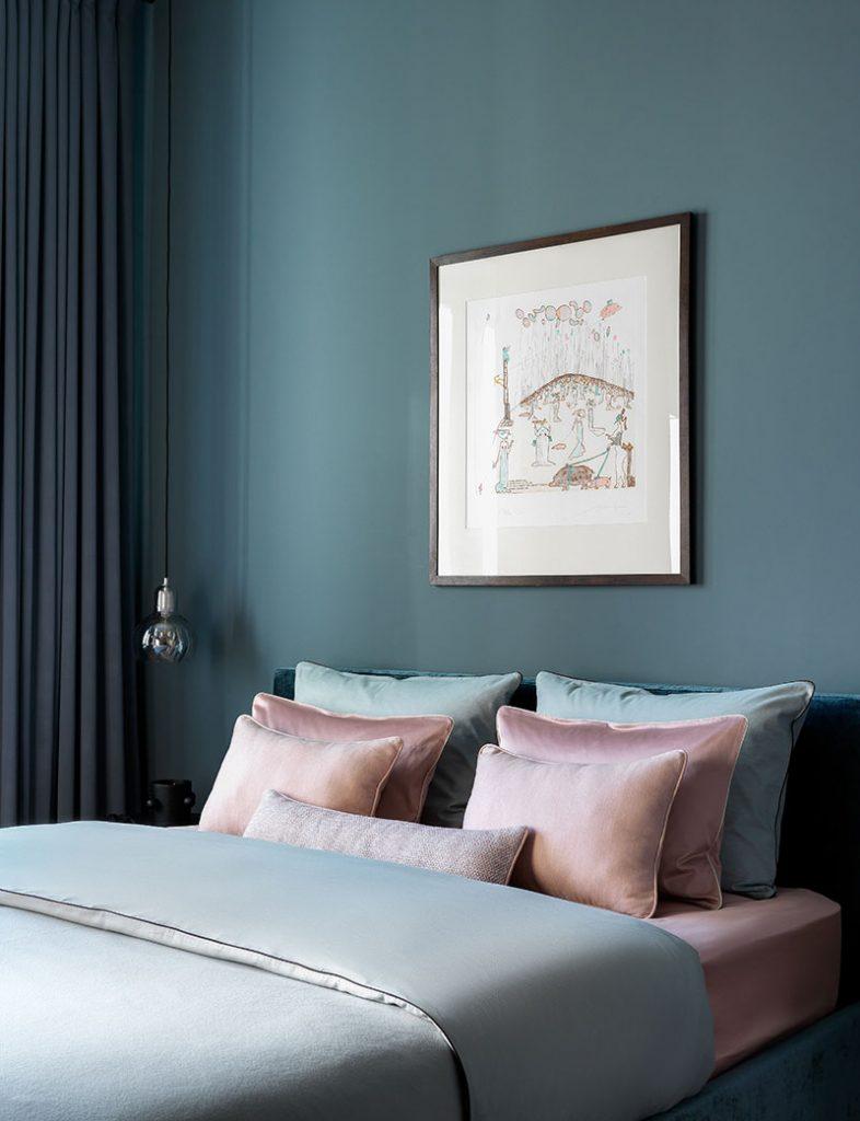 Кровать, застеленная в стиле гостиницы