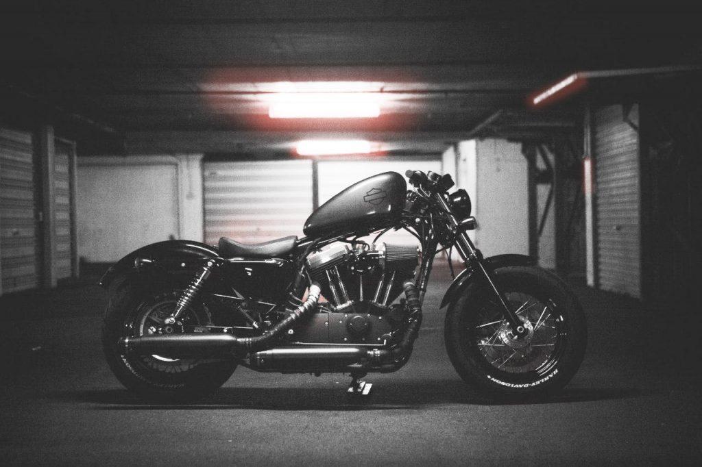 Хранение мотоцикла на платной стоянке