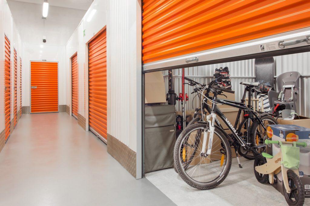 Велосипед в боксе индивидуального хранения