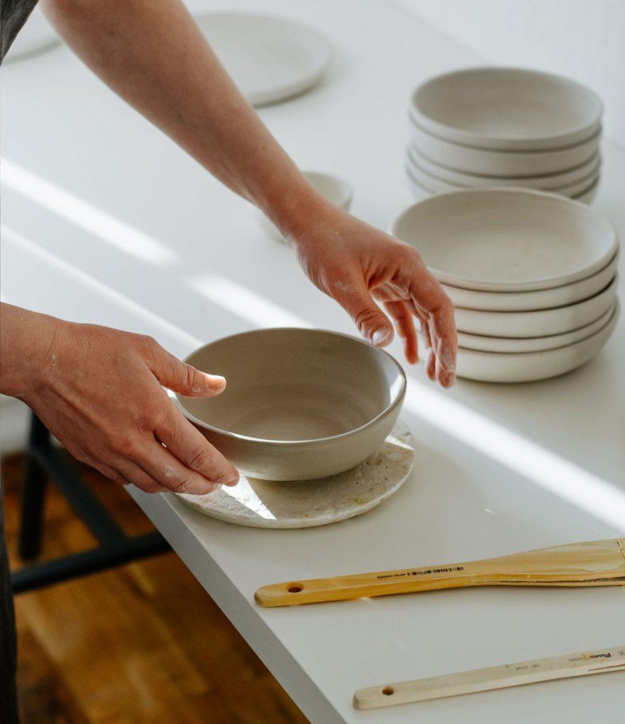 Использование оригинальной посуды ручной работы