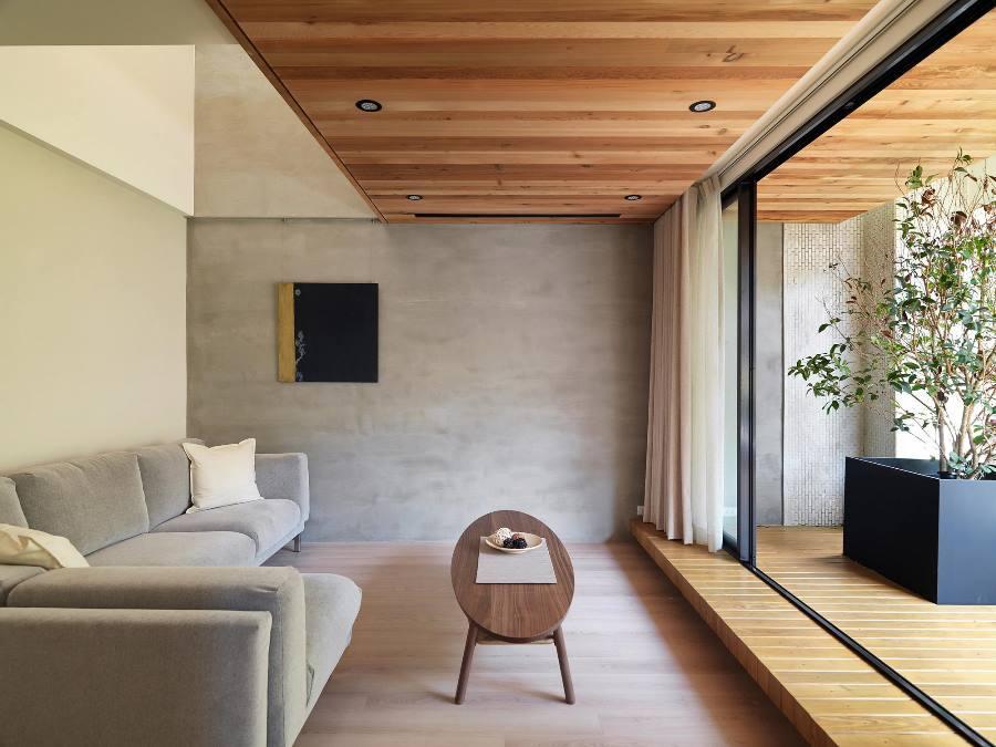 Комната с минимальным количеством предметов в интерьере