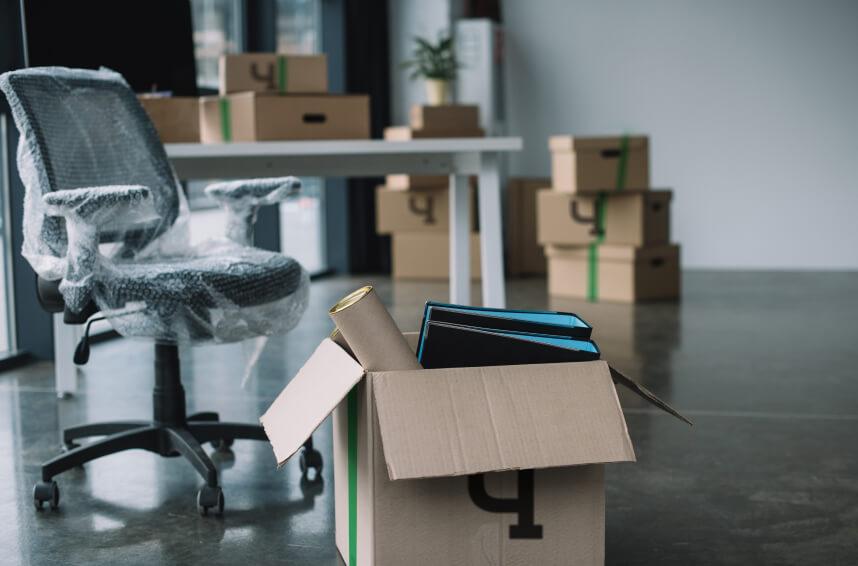 Офисное имущество, подготовленное к переезду