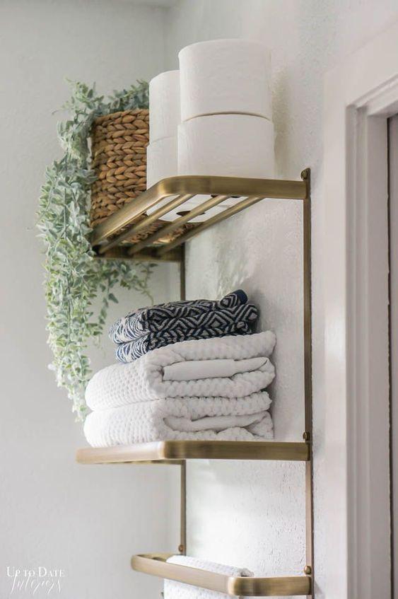 Настенное хранение в ванной комнате