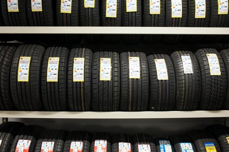 Новенькие автомобильные шины