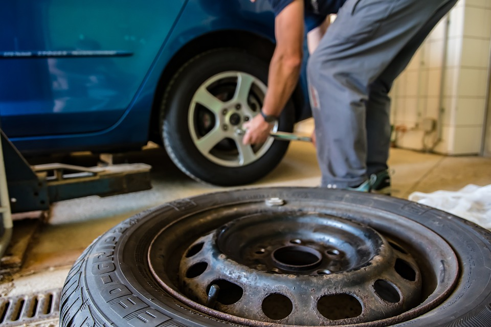 Смена колёс на автомобиле под соответствующий сезон