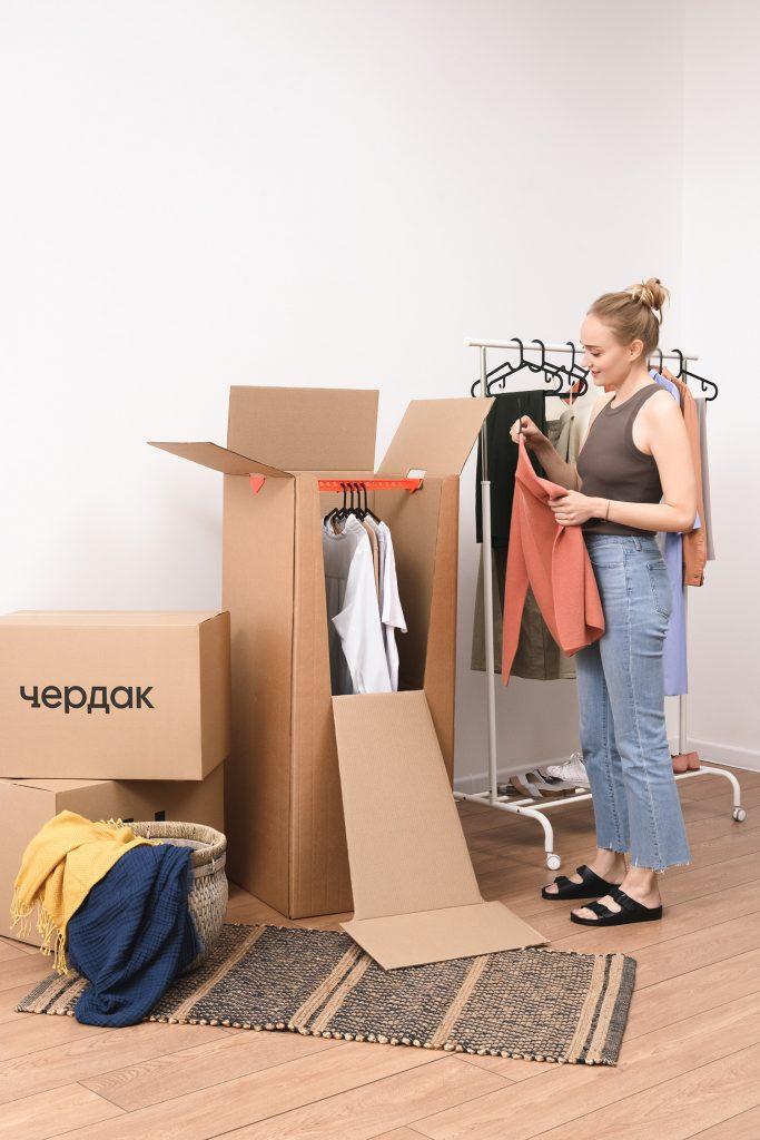 Упаковка одежды в гардеробные коробки