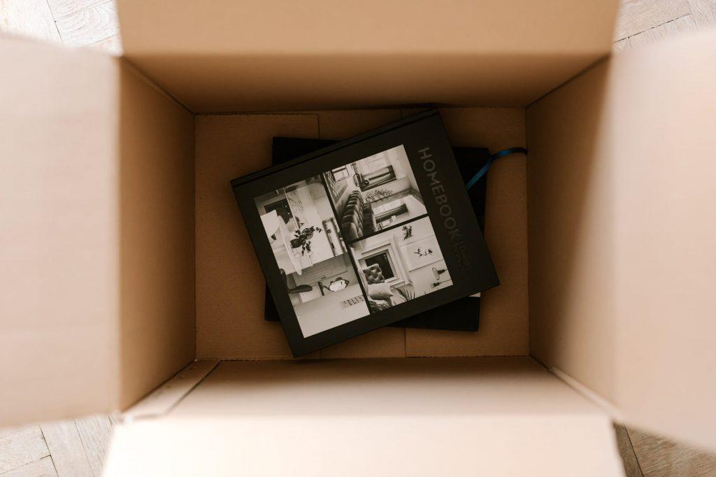 Обычная четырёхклапанная коробка из картона