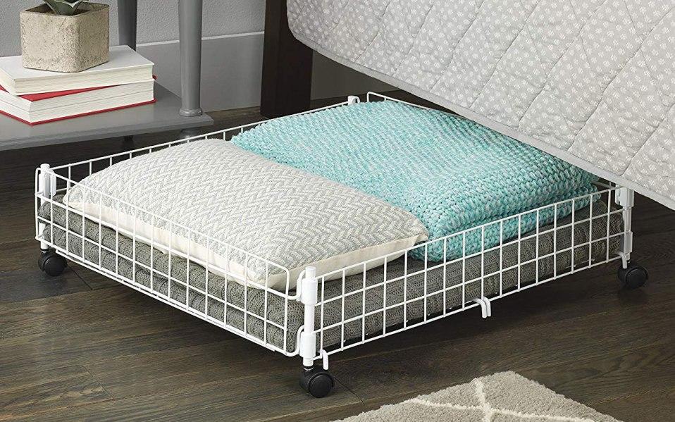 Скрытая система хранения вещей под кроватью