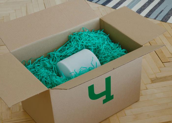 Упаковка вещей в фирменные коробки Чердака