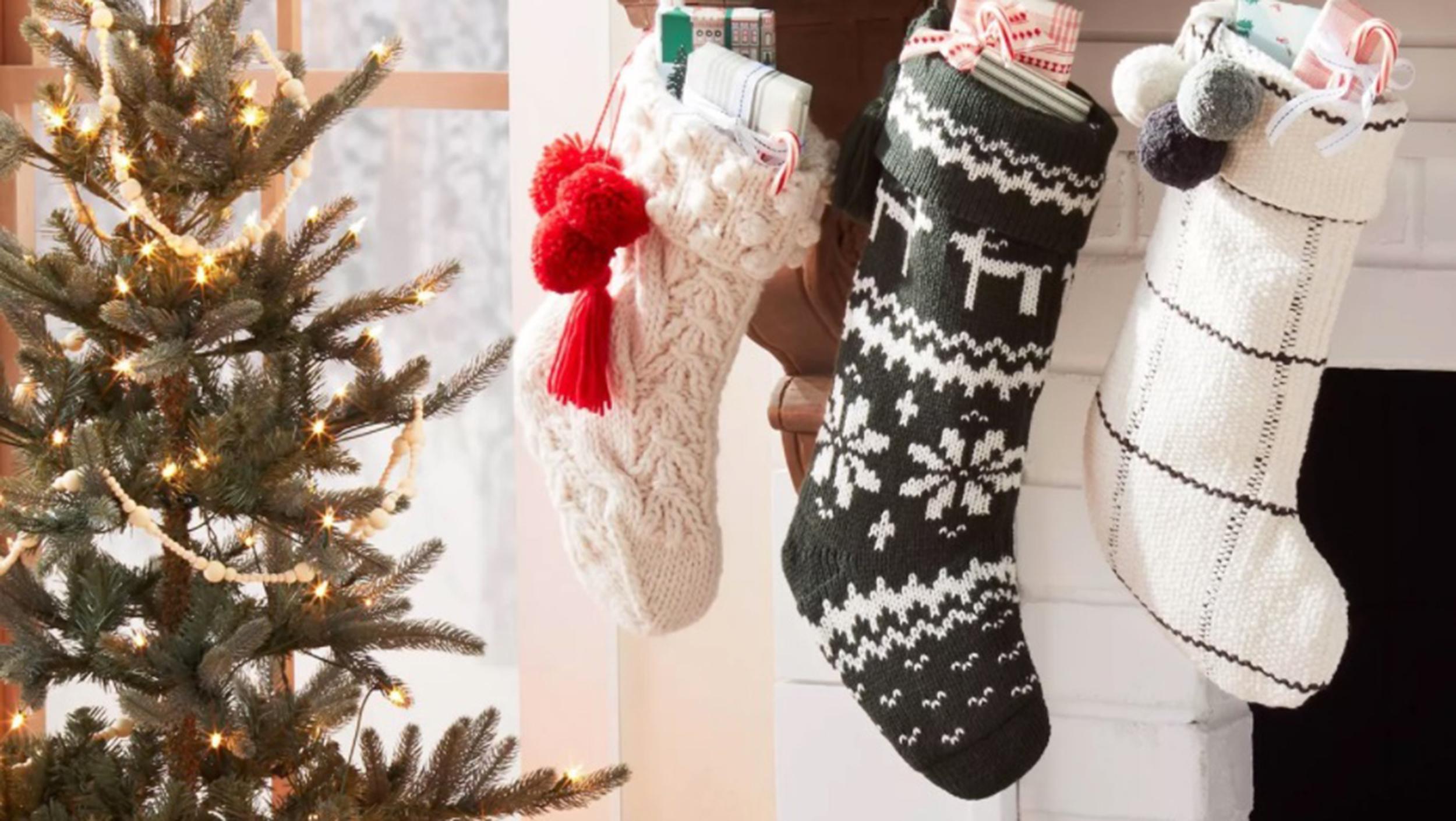 Как украсить квартиру к Новому году и не потратить много денег