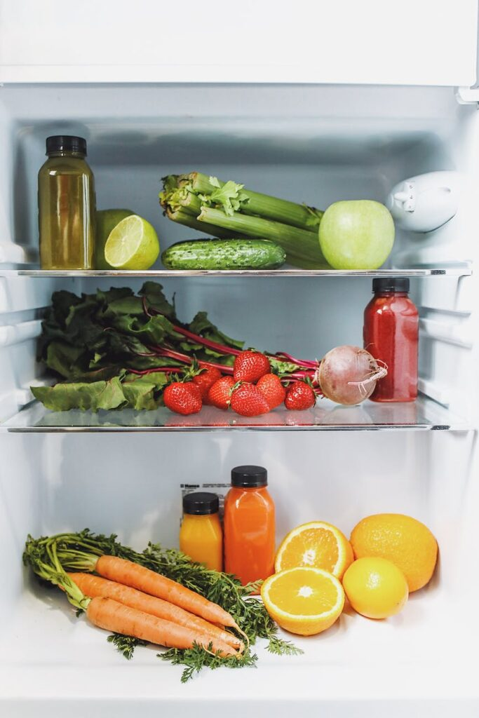 Свежие овощи и фрукты отлично сохраняются в холодильнике