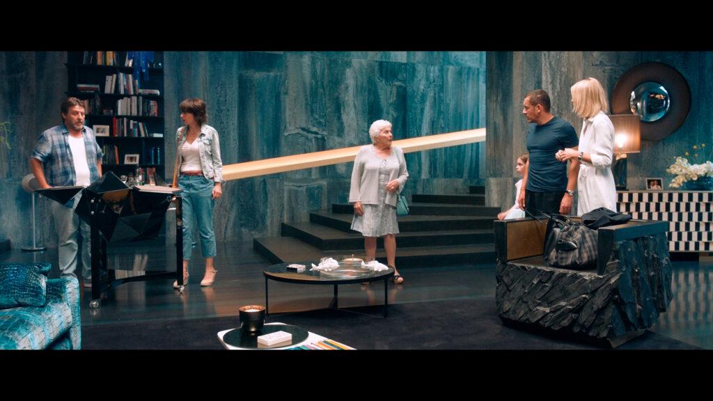 Художественный фильм «От семьи не убежишь» – кадр 3