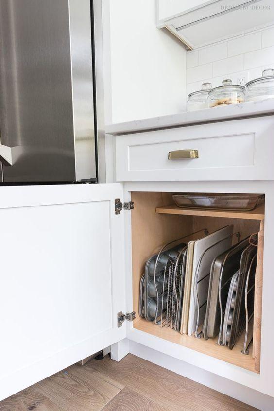 Вертикальное хранение плоских форм для выпечки и подносов