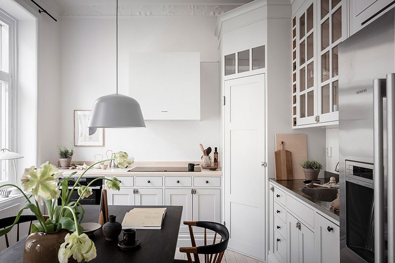 Угловая кладовка на кухне
