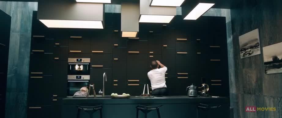 Художественный фильм «От семьи не убежишь» – кадр 1