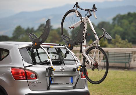Крепление велосипеда на задней части авто