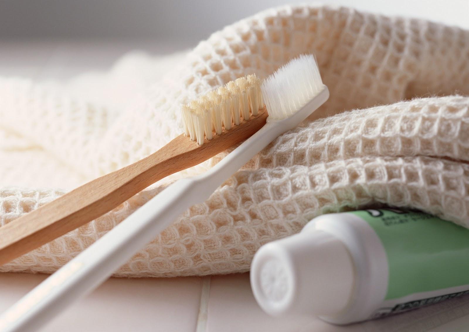 Как часто менять зубную щетку, расческу и другие средства гигиены
