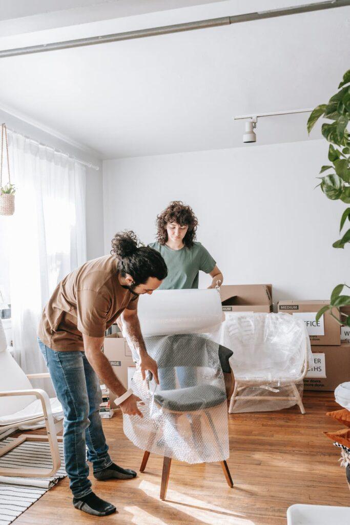 Упаковка мебели в плёнку-бабл