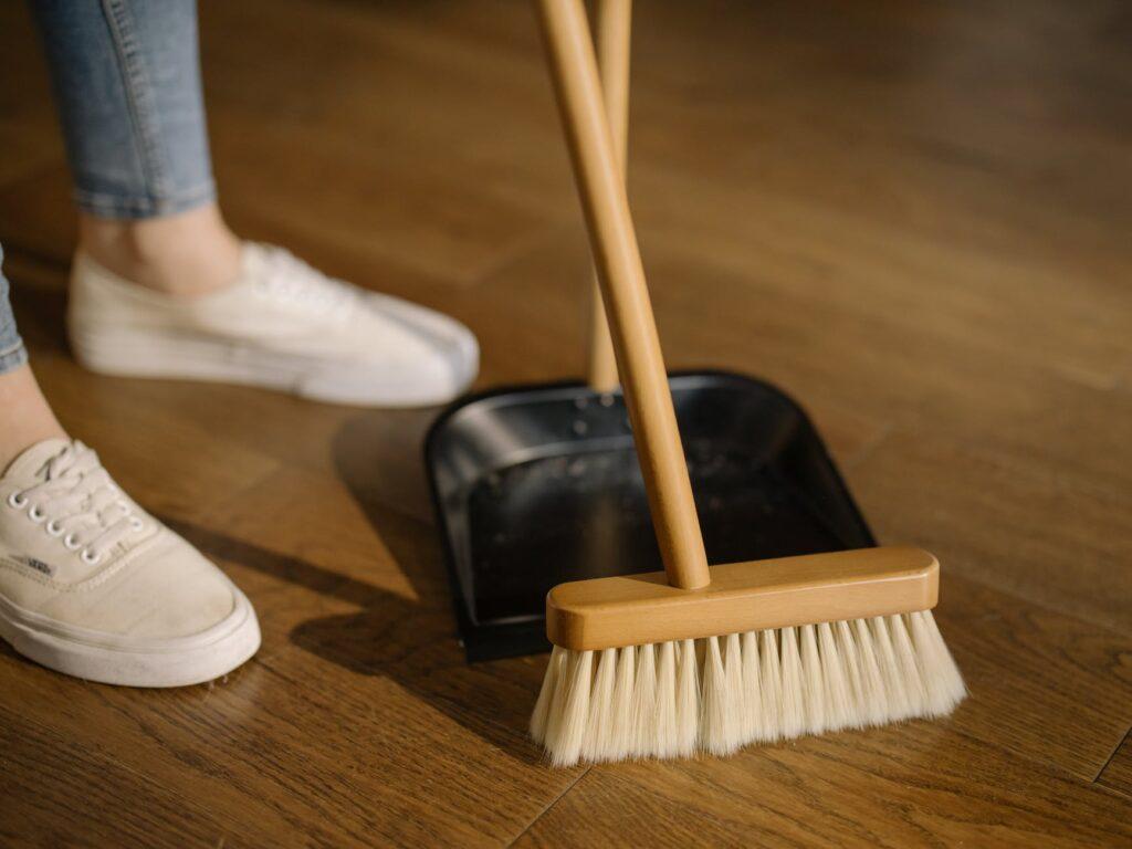 Очистка пола в доме