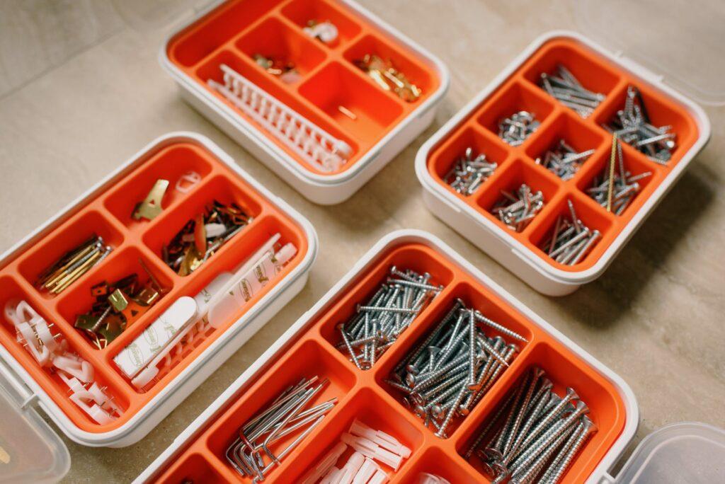 Лотки для хранения мелких инструментов и расходных материалов